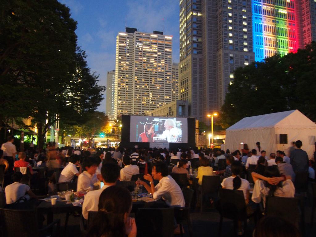 新宿の野外映画 バックトゥザフューチャー