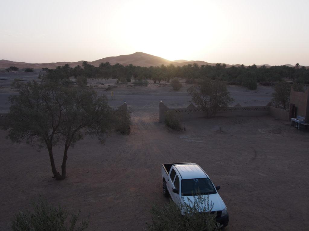 サハラ砂漠の朝